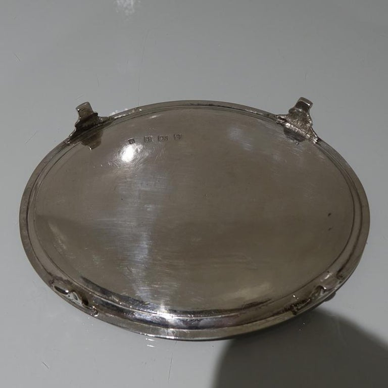 Antique George III Sterling Silver Pair of Salvers London 1781 Smith and Sharp For Sale 1