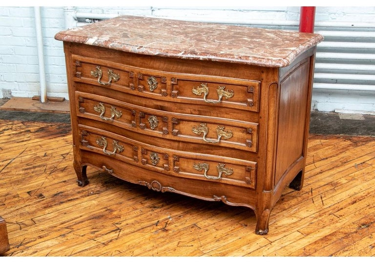 18th Century Carved Walnut Marble-Top Commode For Sale 4