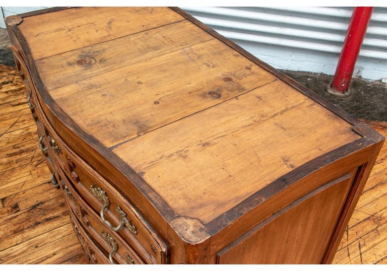 18th Century Carved Walnut Marble-Top Commode For Sale 5