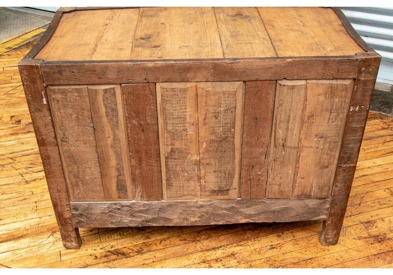 18th Century Carved Walnut Marble-Top Commode For Sale 7