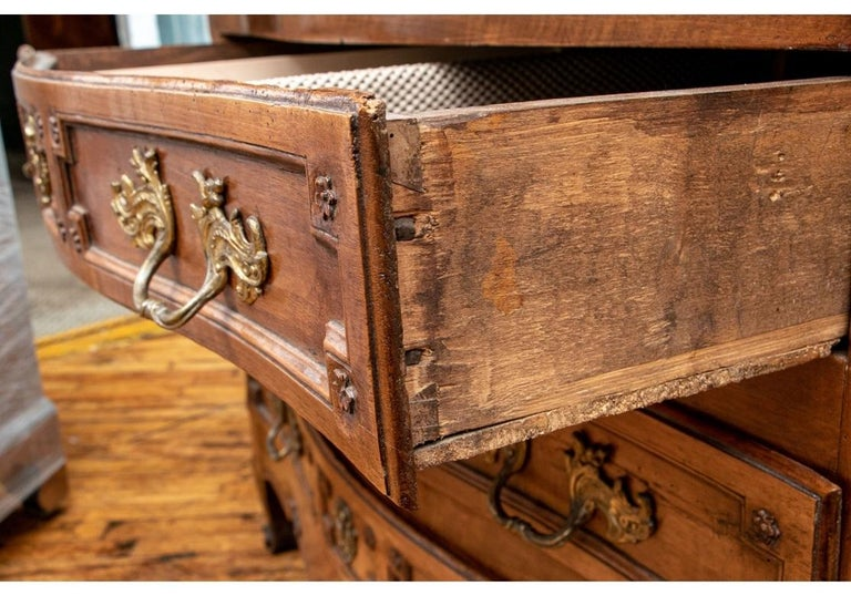18th Century Carved Walnut Marble-Top Commode For Sale 2