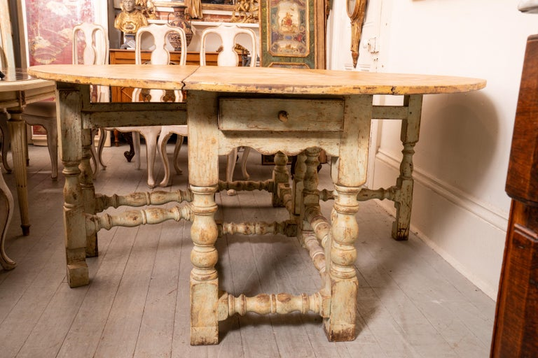 Painted 18th Century Italian Gateleg Harvest Table For Sale