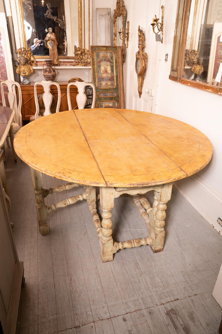 18th Century Italian Gateleg Harvest Table In Fair Condition For Sale In New Orleans, LA