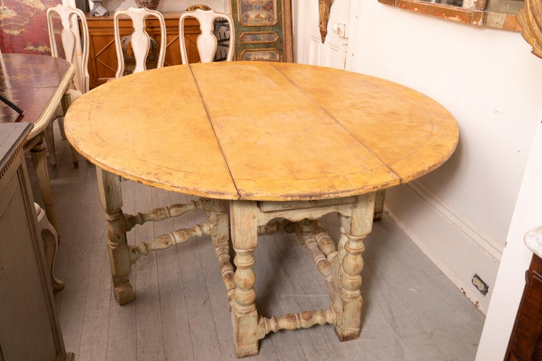 18th Century and Earlier 18th Century Italian Gateleg Harvest Table For Sale