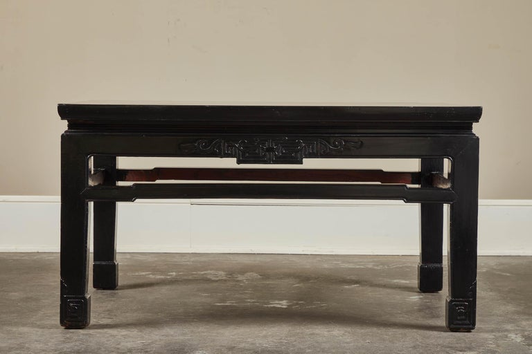 18th Century Low Black Lacquer Kang Table In Good Condition For Sale In Pasadena, CA