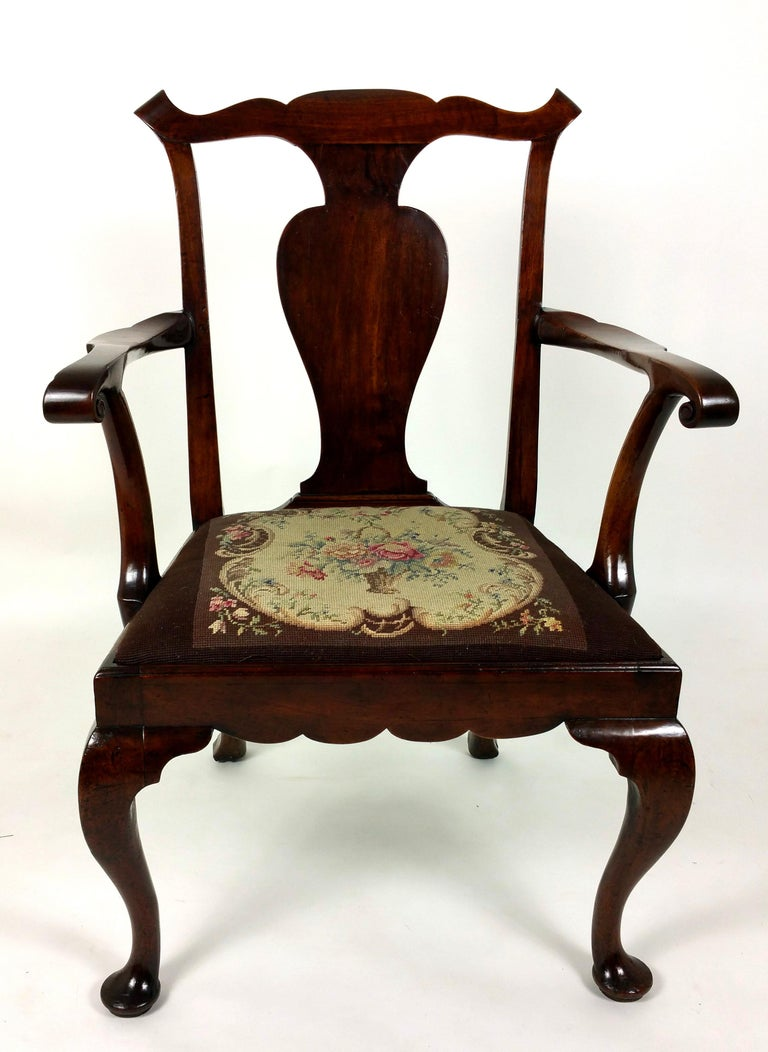 18th Century Solid Walnut Splat Back Elbow Chair In Good Condition For Sale In London, GB