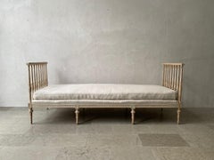 18th c. Swedish Gustavian Period Daybed Sofa in Original Paint by Johan Lindgren