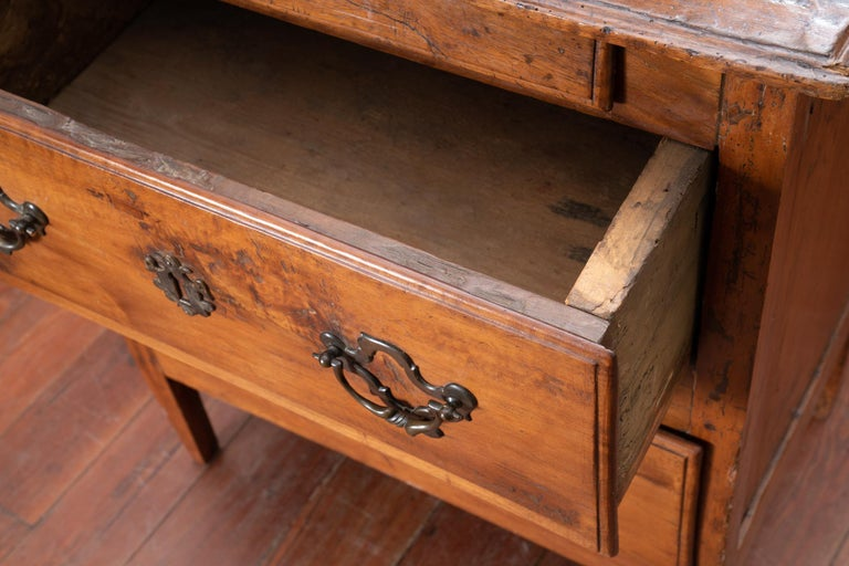 18th Century Walnut Petit Commode For Sale 1