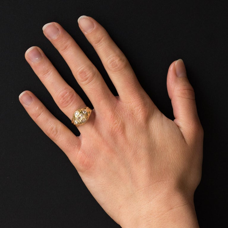 Ring in 18 karats yellow gold, owl hallmark. This beautiful and rare slightly curved antique ring is set on its top with 4 antique-cut diamond and 2 rose-cut diamonds. Signet ring dating from the 18th century, the top still has vegetable carvings