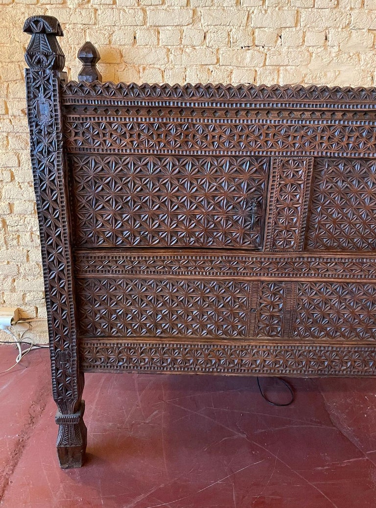 Superb Afghan wedding chest or buffet from Nuristan from the 18th century Very elegant tribal chest richly carved with flowers and very decorative foliage composed of two doors on its carved face Superb patina and in very good condition Length