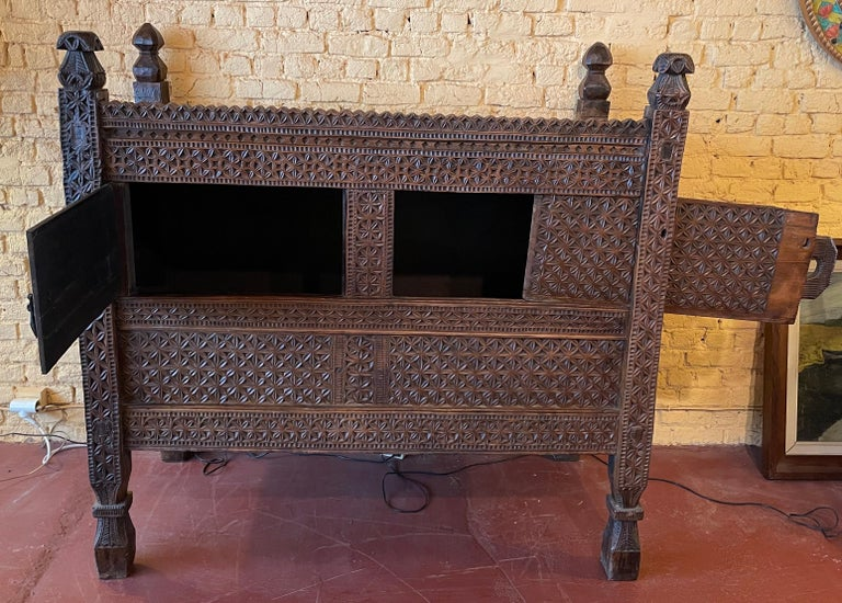 18th Century Afghan Chest or Buffet In Good Condition For Sale In Brussels, Brussels