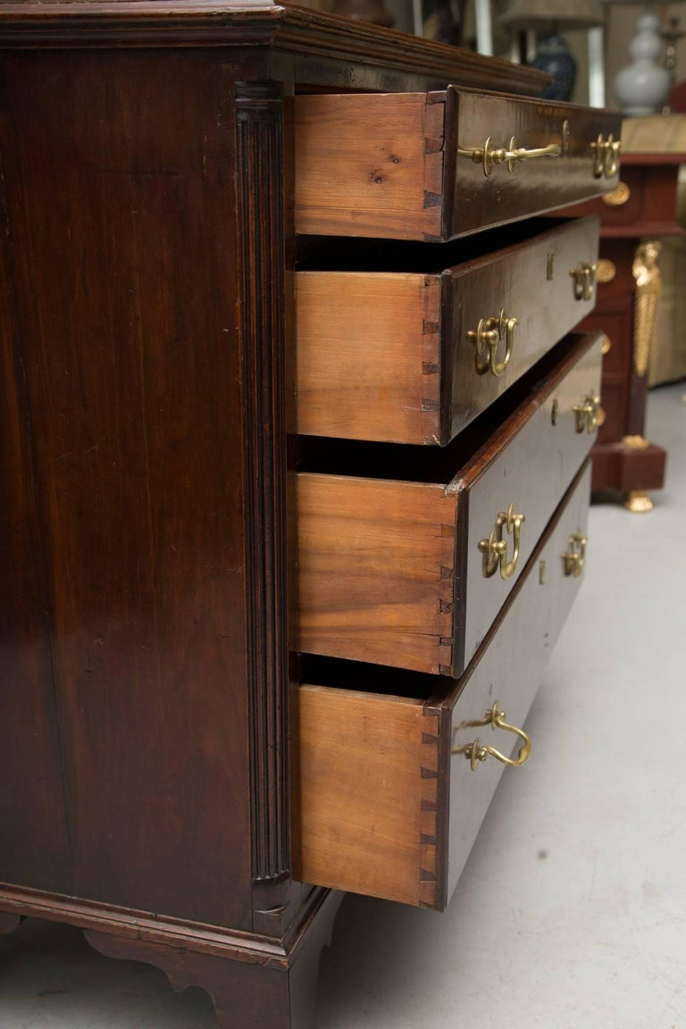 Federal 18th Century American Mahogany Straight Front Chest of Drawers For Sale