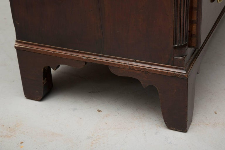 18th Century American Mahogany Straight Front Chest of Drawers For Sale 1