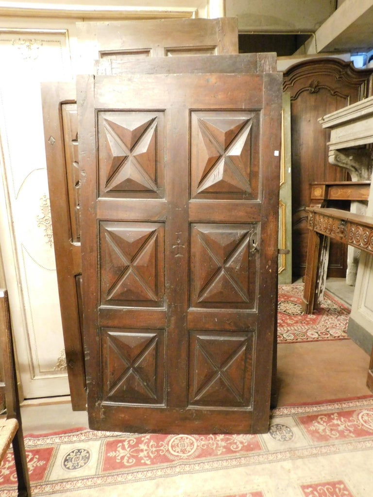 18th Century Antique Brown Walnut Wood Door, Carved Symbols, with Diamonds In Good Condition For Sale In Cuneo, Italy