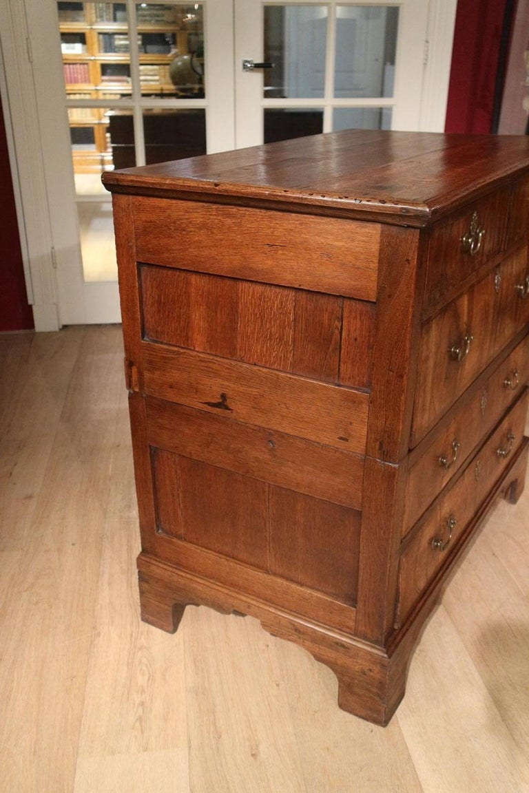 18th Century Antique Chest of Drawers in Walnut and Oak For Sale 4