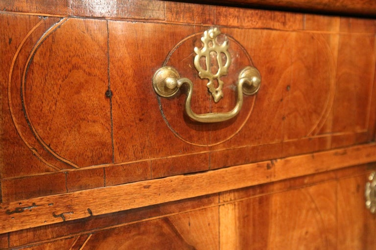 18th Century Antique Chest of Drawers in Walnut and Oak For Sale 1