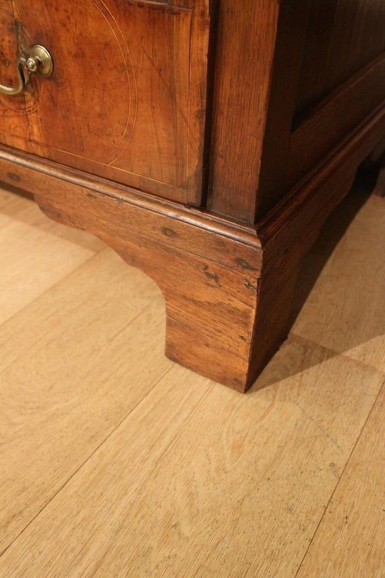 18th Century Antique Chest of Drawers in Walnut and Oak For Sale 2