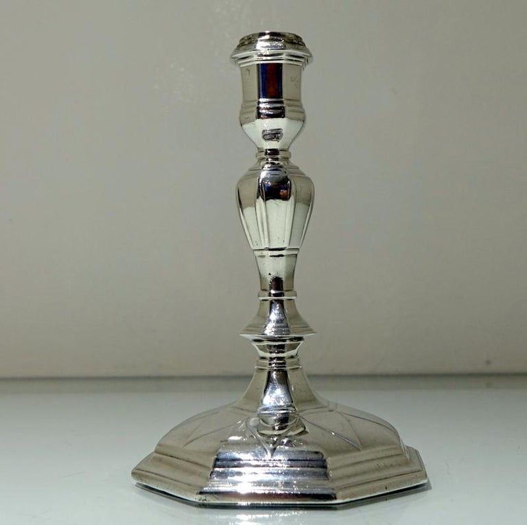 18th Century Antique George I Britannia Silver Pair Candlesticks, London, 1714 In Good Condition For Sale In 53-64 Chancery Lane, London