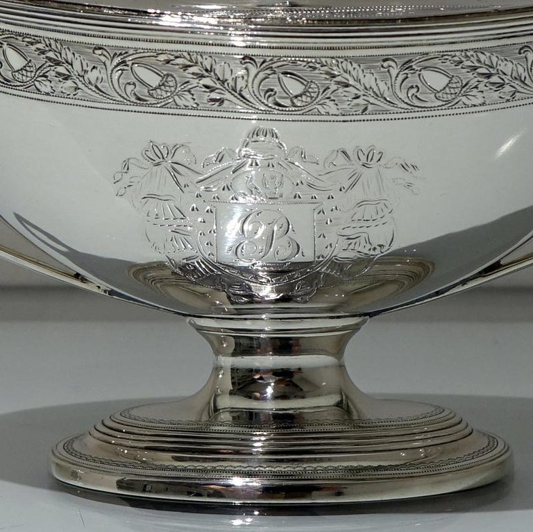 18th Century Antique George III Sterling Silver Pair of Sauce Tureens, London In Good Condition For Sale In 53-64 Chancery Lane, London