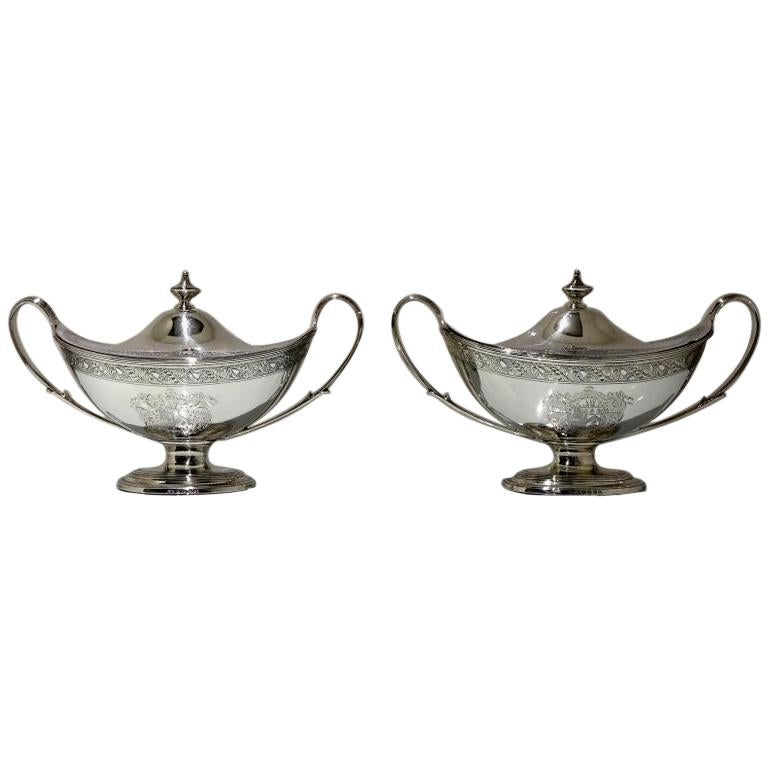 18th Century Antique George III Sterling Silver Pair of Sauce Tureens, London For Sale