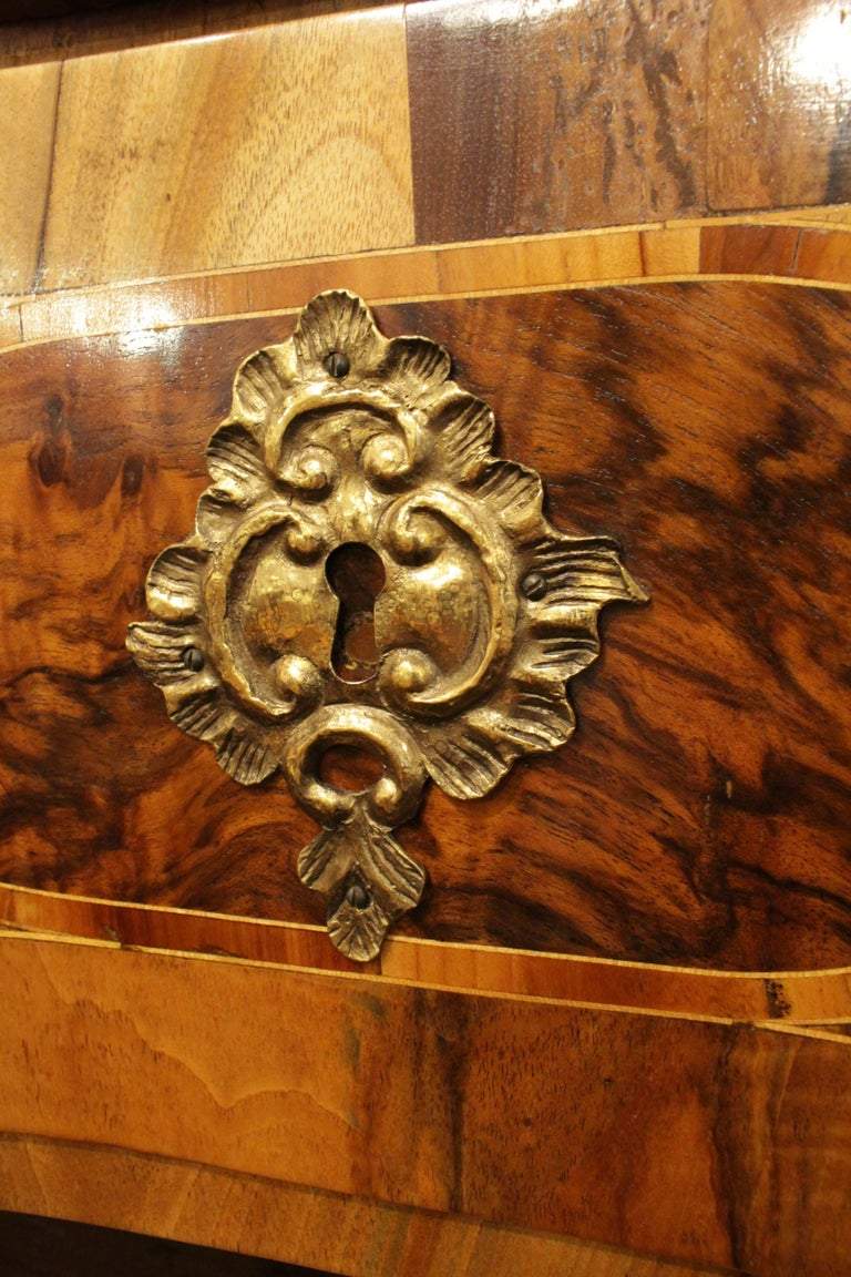 18th Century Big Baroque Walnut Chest of Drawers In Good Condition For Sale In Darmstadt, DE