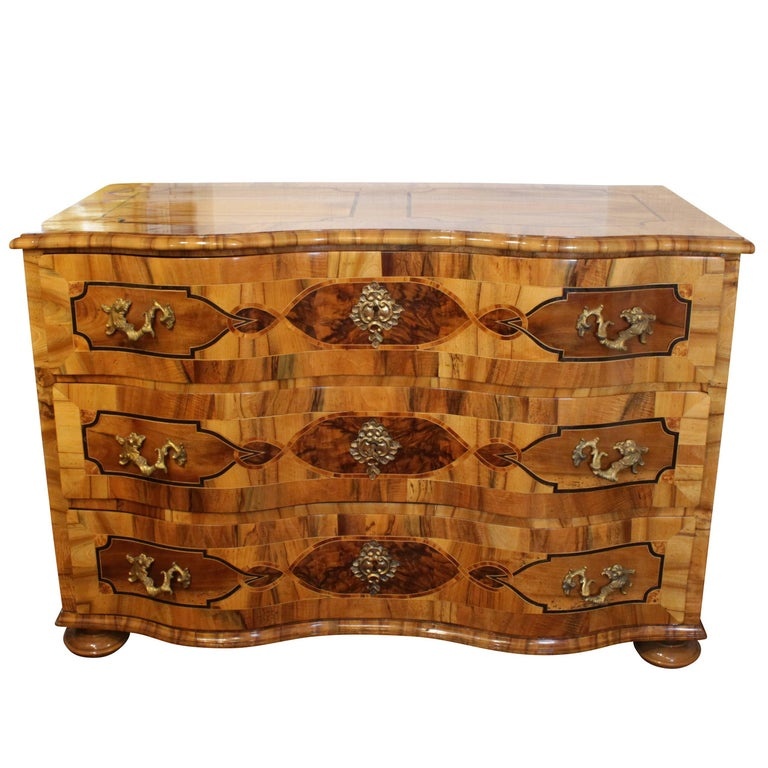 18th Century Big Baroque Walnut Chest of Drawers For Sale