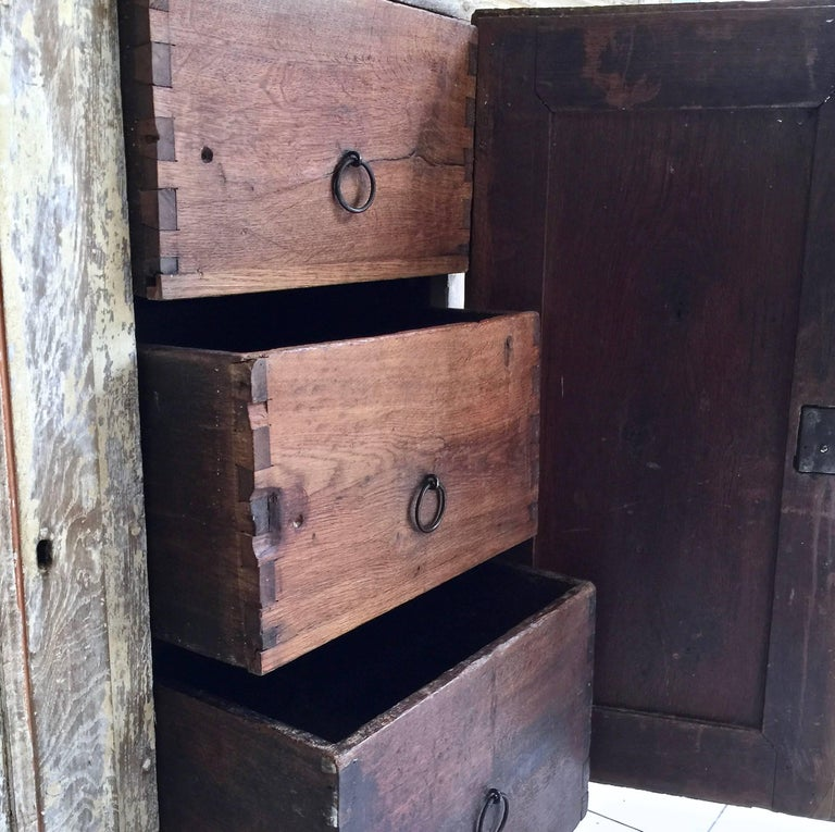 Hand-Carved 18th Century Bookcase/Vitrine Cabinet For Sale