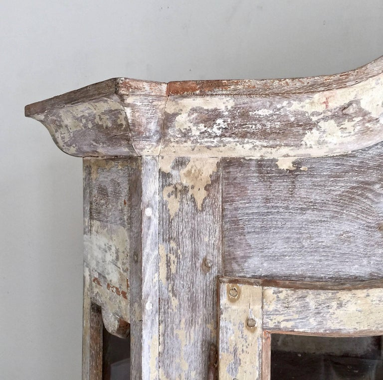 18th Century Bookcase/Vitrine Cabinet In Good Condition For Sale In Charleston, SC