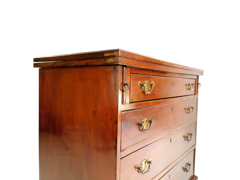 18th Century British Georgian Mahogany Bachelors Chest of Drawers For Sale 2