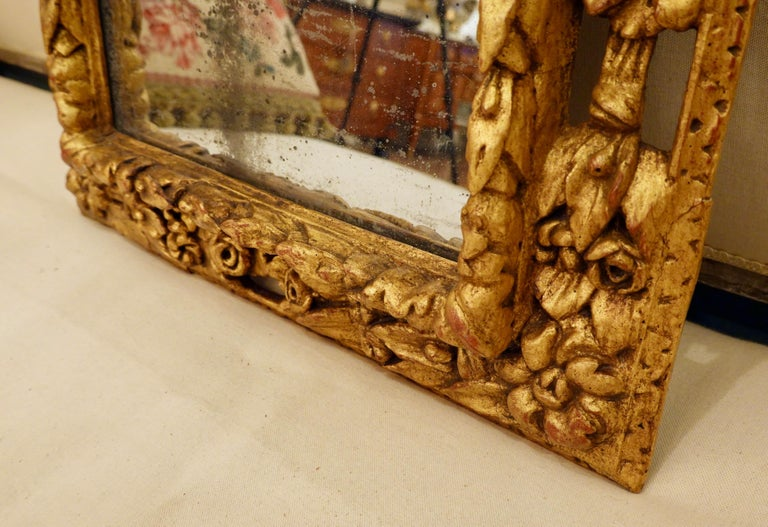 18th Century Carved Giltwood Mirror with Eagle, Roses and Leaves For Sale 2