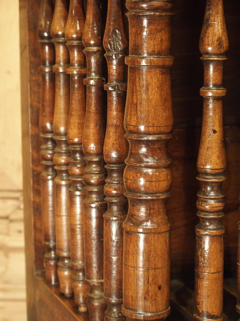 18th Century Carved Walnut Wood Panetiere from Provence, France For Sale 3