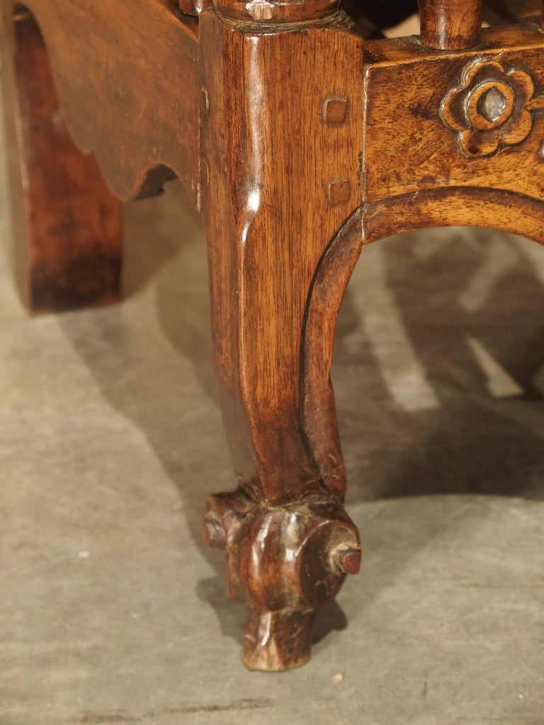 18th Century Carved Walnut Wood Panetiere from Provence, France For Sale 4