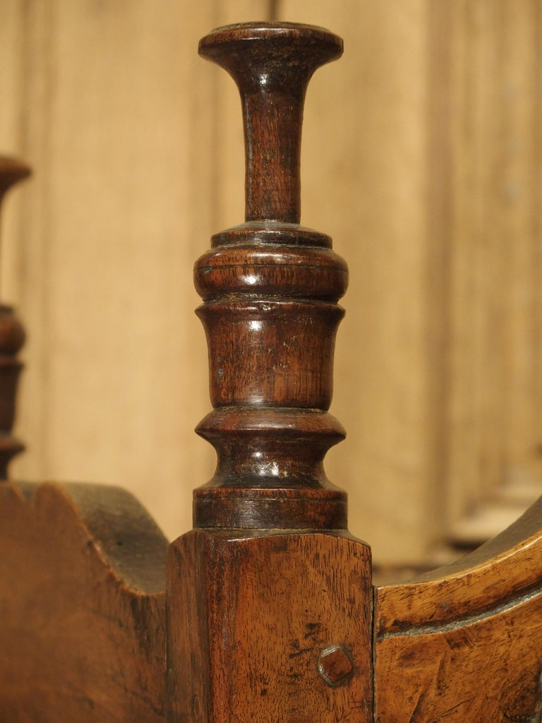 18th Century Carved Walnut Wood Panetiere from Provence, France For Sale 5