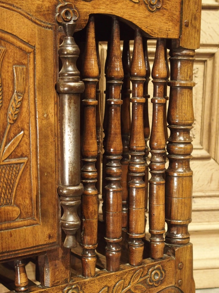 18th Century Carved Walnut Wood Panetiere from Provence, France For Sale 6