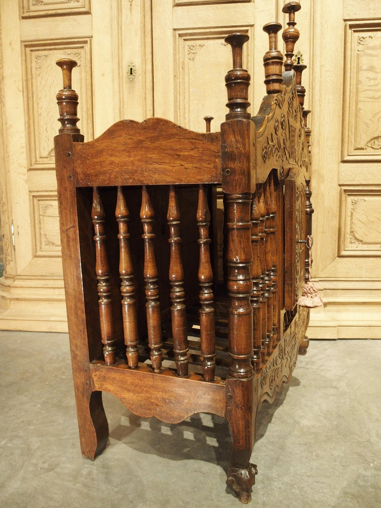 18th Century Carved Walnut Wood Panetiere from Provence, France For Sale 8
