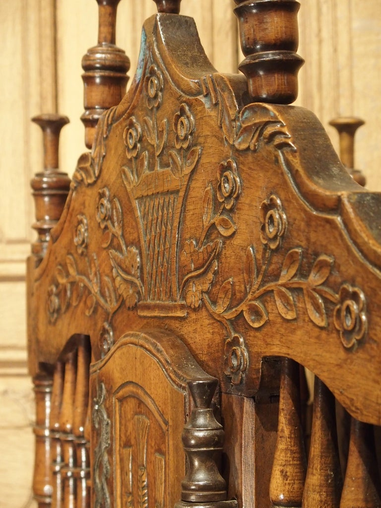 18th Century Carved Walnut Wood Panetiere from Provence, France For Sale 9
