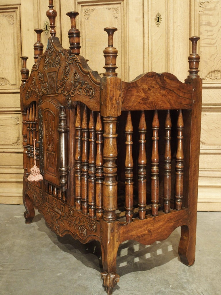 18th Century Carved Walnut Wood Panetiere from Provence, France For Sale 10
