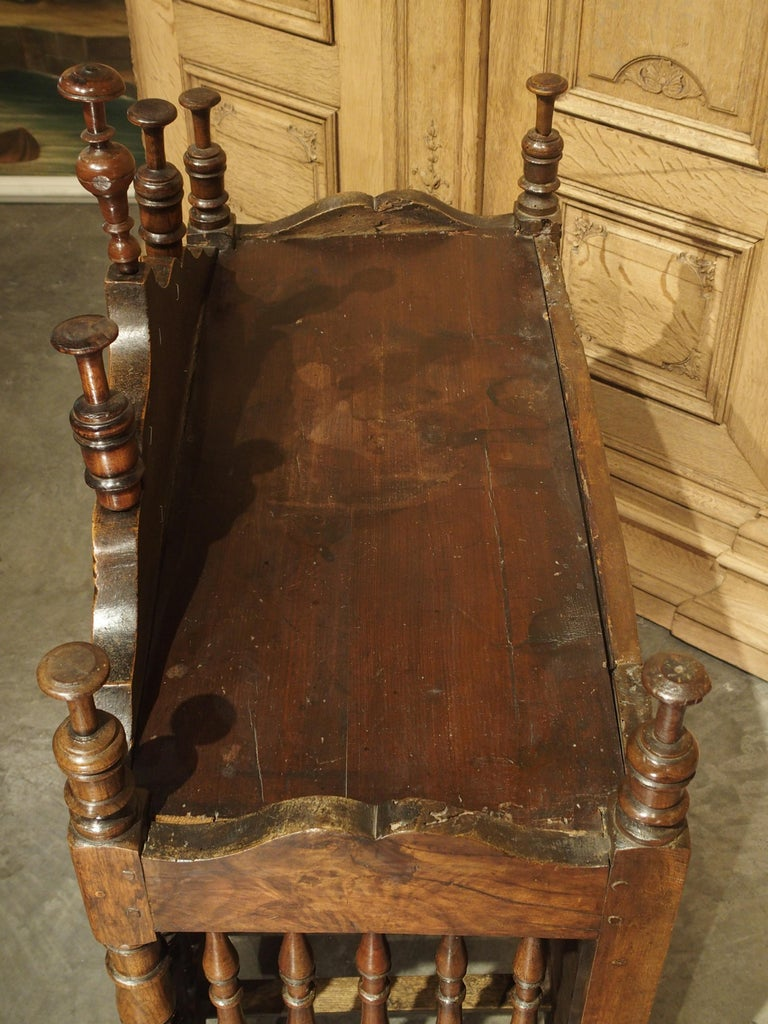 18th Century Carved Walnut Wood Panetiere from Provence, France For Sale 13