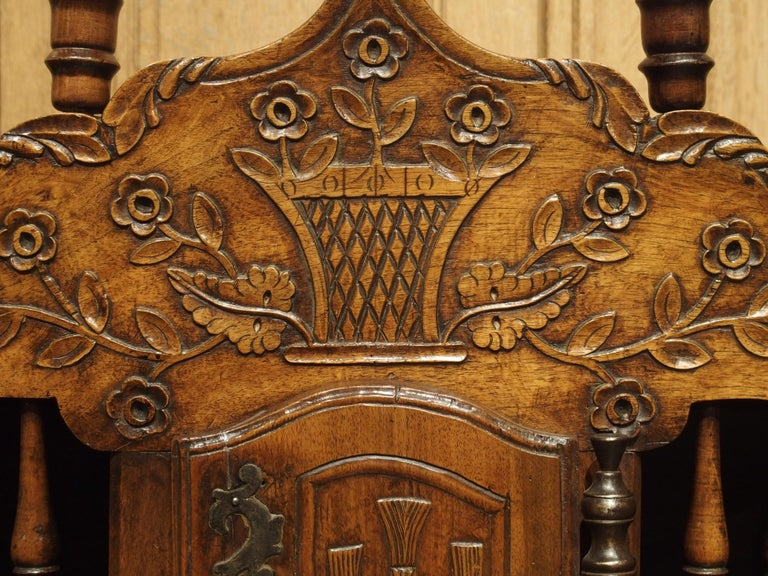 Hand-Carved 18th Century Carved Walnut Wood Panetiere from Provence, France For Sale