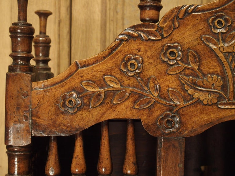 18th Century and Earlier 18th Century Carved Walnut Wood Panetiere from Provence, France For Sale