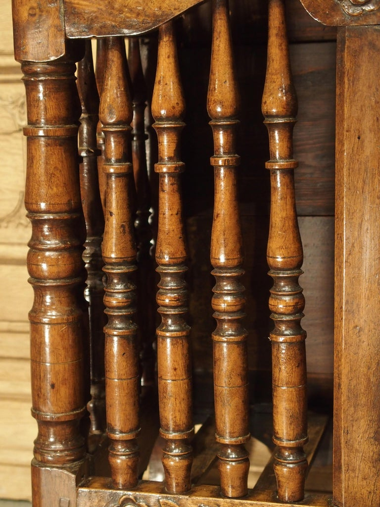 18th Century Carved Walnut Wood Panetiere from Provence, France For Sale 1