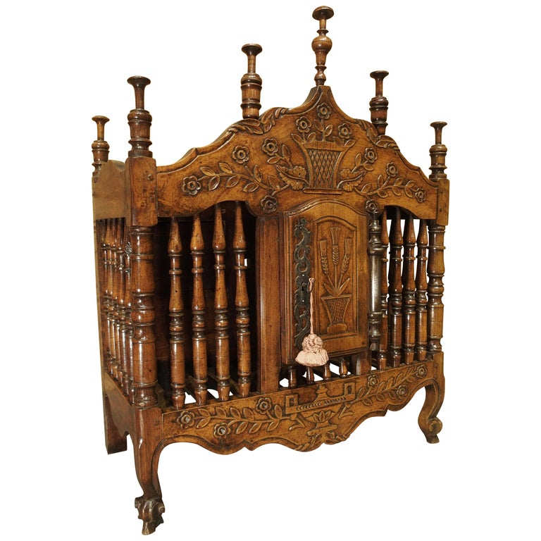 18th Century Carved Walnut Wood Panetiere from Provence, France For Sale