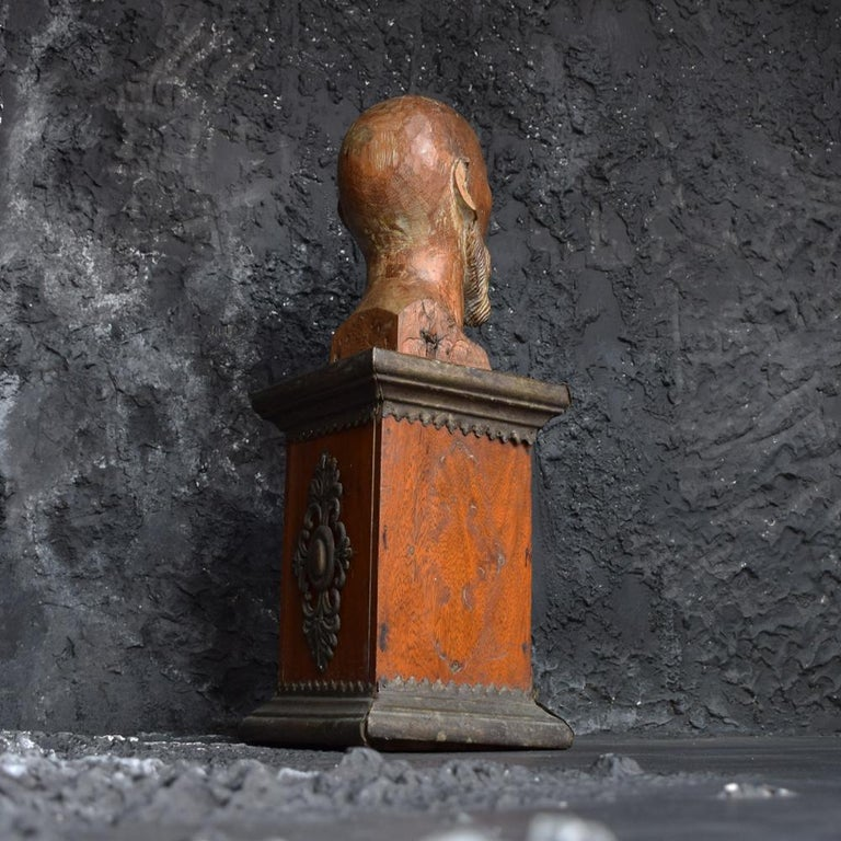 Hand-Carved 18th Century Carved Wood Santos Head For Sale