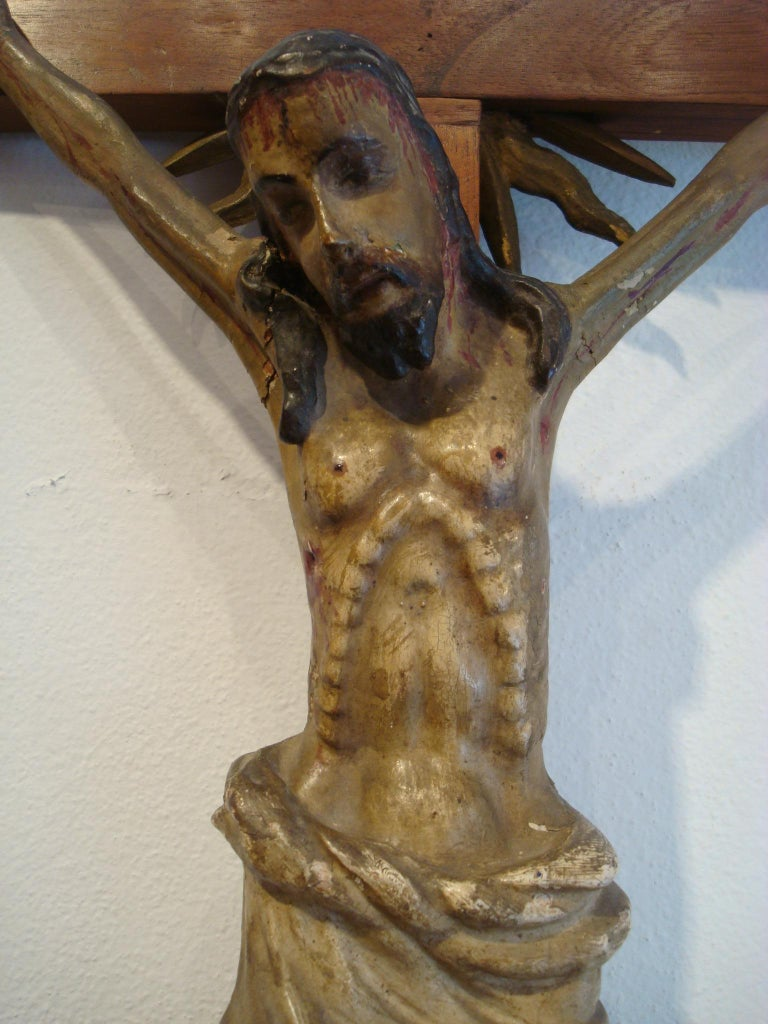 18th Century Carved Wooden Representing Christ on the Cross Folk Art In Fair Condition For Sale In Buenos Aires, Olivos
