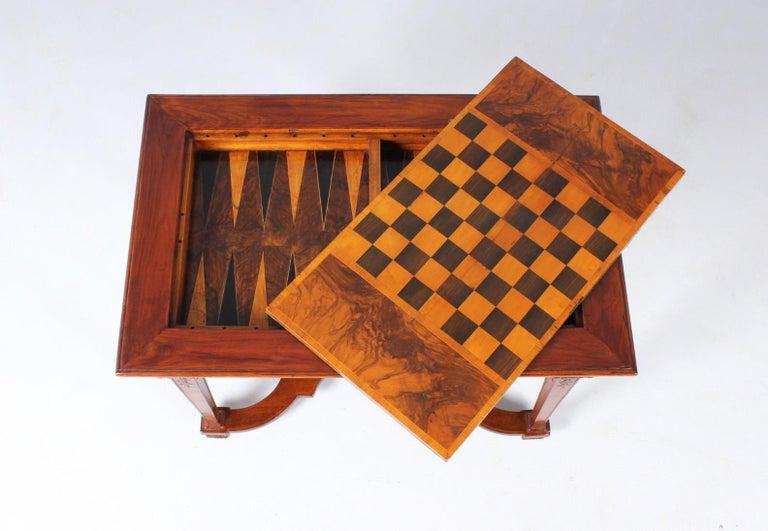 18th Century Chess and Backgammon Gametable, Walnut, Louis XVI circa 1780 In Good Condition For Sale In Greven, DE