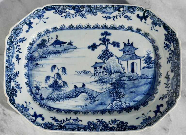 18th Century Chinese Blue and White Chamfered Tureen, Cover and Stand In Good Condition For Sale In Dallas, TX