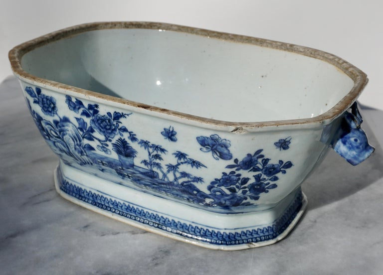 18th Century Chinese Blue and White Chamfered Tureen, Cover and Stand For Sale 2