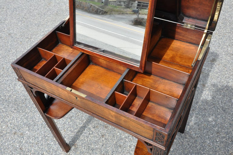 18th Century Chinese Chippendale Side Dressing Table For Sale 1