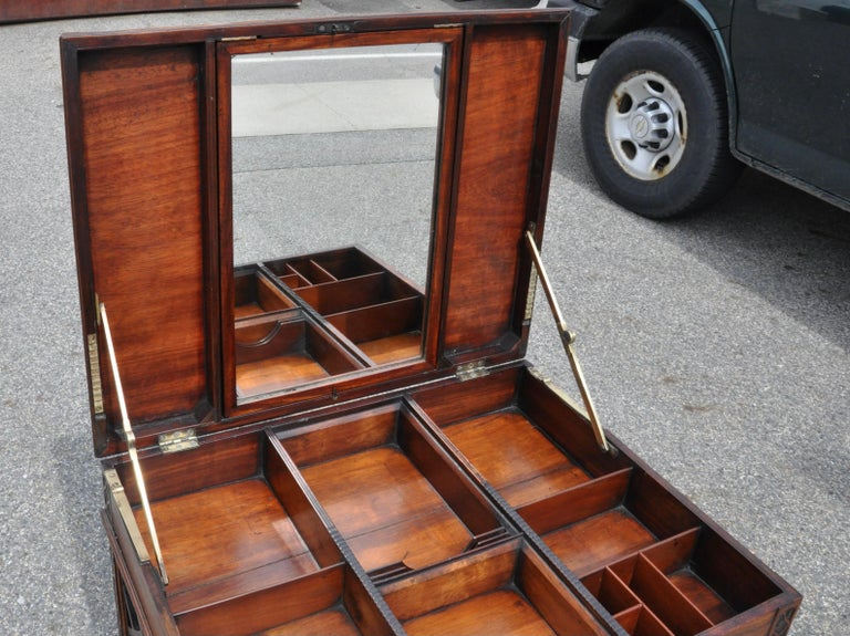 18th Century Chinese Chippendale Side Dressing Table For Sale 3