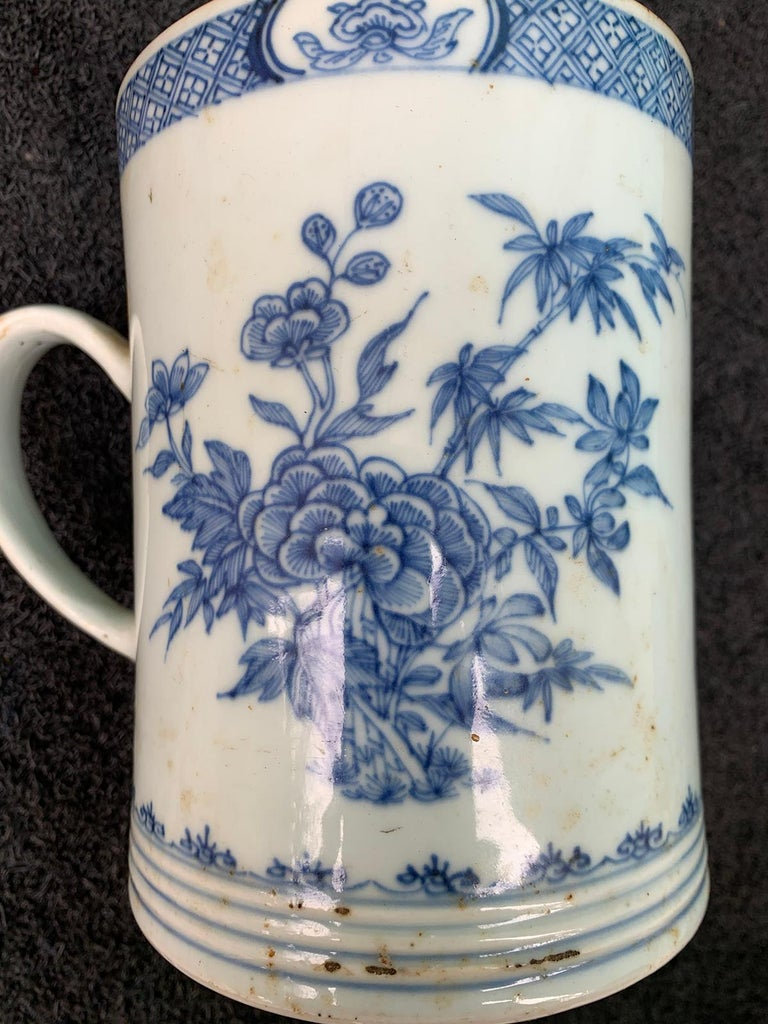 18th Century Chinese Export Blue and White Porcelain Mug For Sale 6